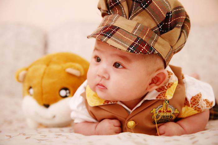 照片描述: 可爱的封底照片专辑:宝宝成长上传时间:2010-05