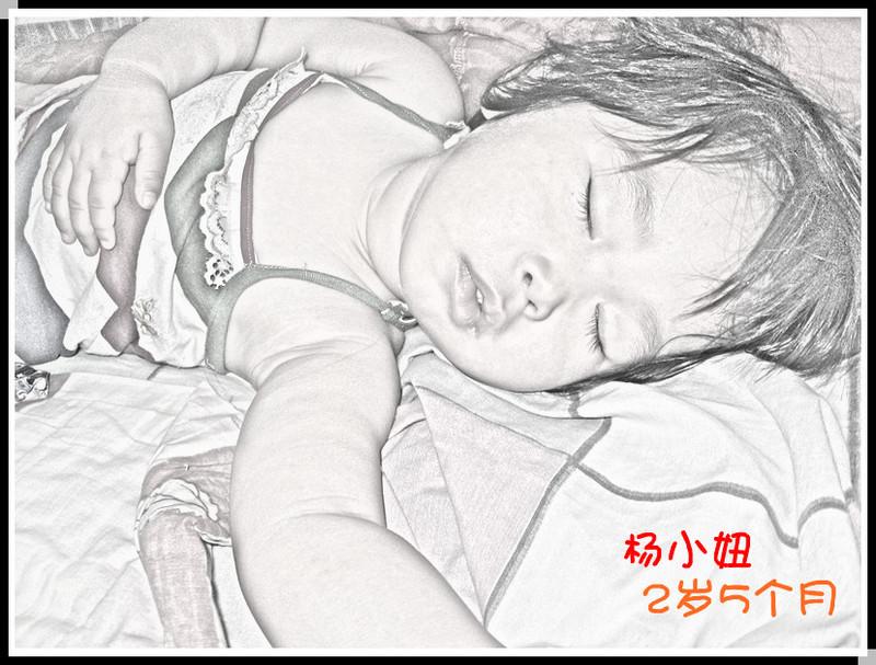 素描宝宝睡姿可爱图片