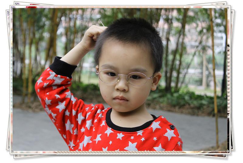 首页 育儿论坛 童真童趣 宝宝照片 戴眼镜的小男孩