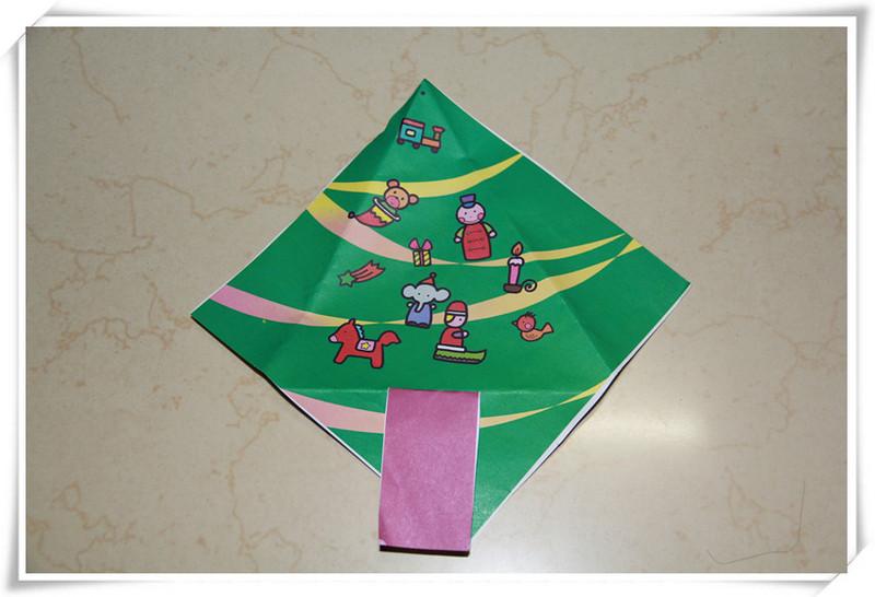 敬仪的幼儿园生活-----圣诞树手工作品