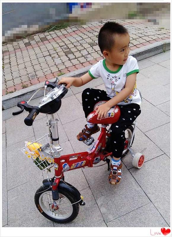 坐在后座上骑自行车也很流利的,-自行车越骑越溜图片