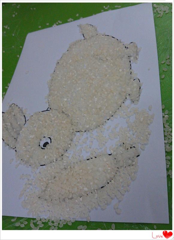 創意畫:大米貼畫小兔子和月亮