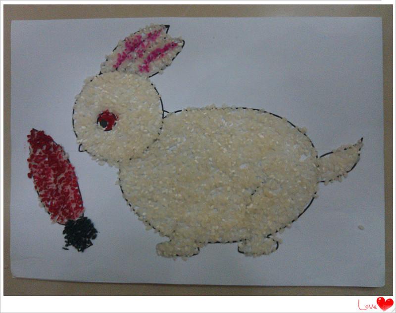 创意画:大米贴画小兔子和月亮