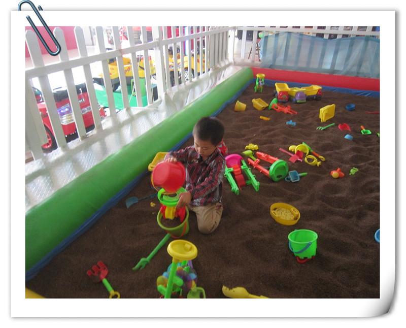 游乐场玩沙