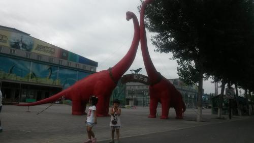 游蟹岛恐龙嘉年华与恐龙近距离的接触