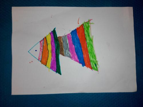 9月1日晚,宝宝用彩笔画的小鱼.