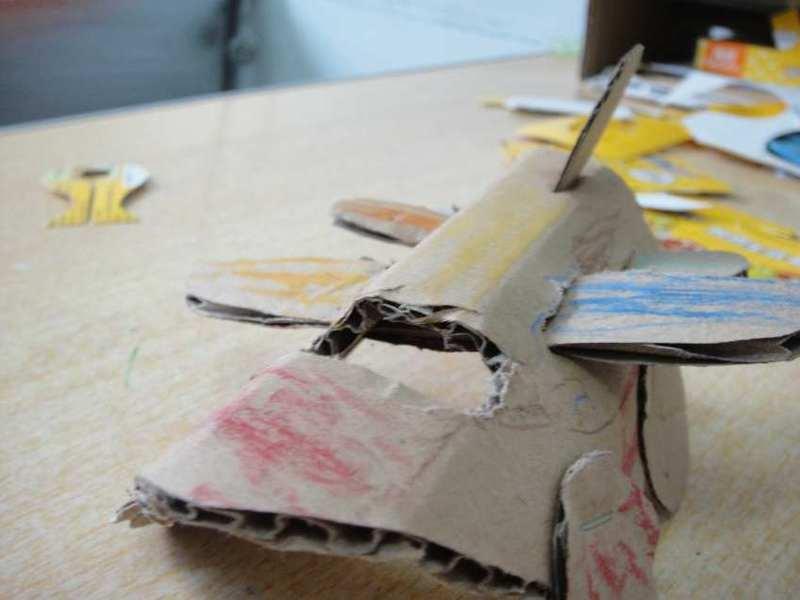看废弃纸盒华丽变身直升飞机