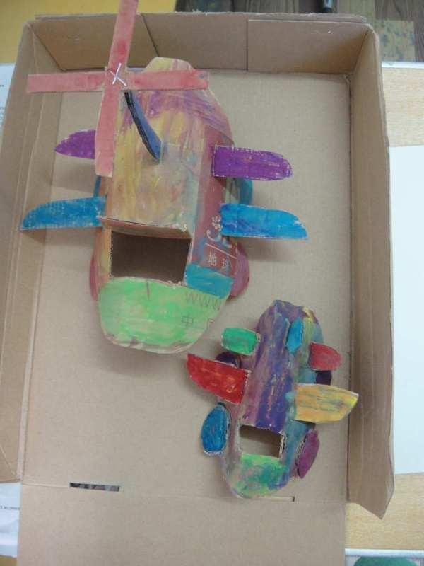 首页 育儿论坛 童真童趣 手工diy 看废弃纸盒华丽变身直升飞机  这就