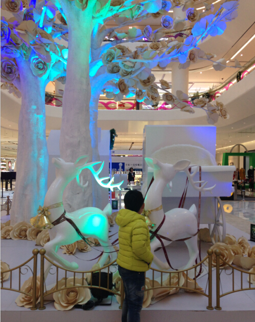 周日逛商场,对各种圣诞装饰情有独钟