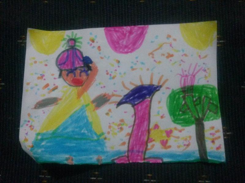 月幼儿园作品  宝宝画的是一个小朋友,旁边画的是一个梯子,还有一棵树