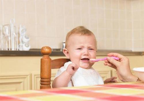 两个小孩吃饭简笔画