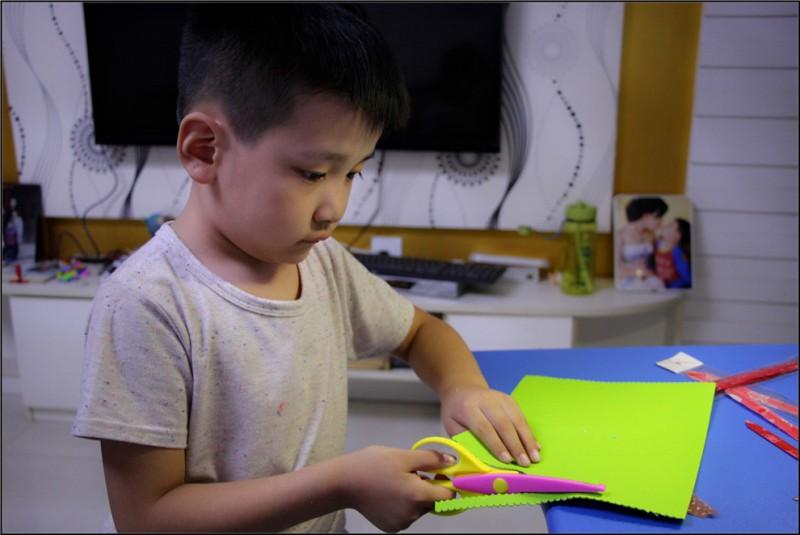 幼儿园手工海绵纸贺卡