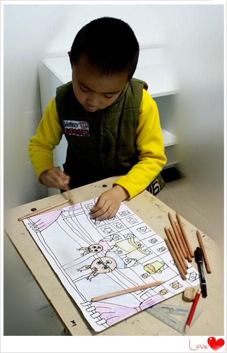美术课创意椅子设计制作过程。