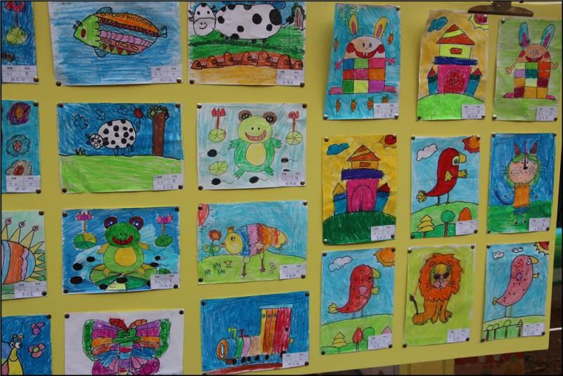 幼儿绘画我的好妈妈_幼儿园里看画展,提高绘画学手工 - 宝宝地带