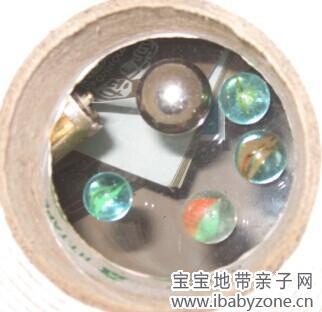 其实就是借着泡沫胶圆环的空间来藏几个珠子,也没太刻意.