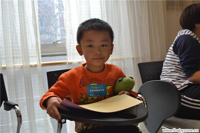 阅读会后的手工制作环节,是宝宝们最喜欢的,今天我们要制作的是一个
