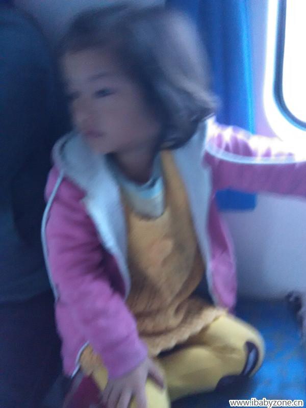 在火车卧铺上我和母亲