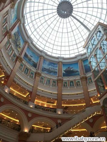 闲逛欧式建筑商场