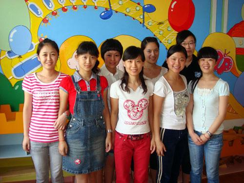 首页 母婴服务 幼儿园 上海世纪星证大幼稚园  图片 > 托班老师合影