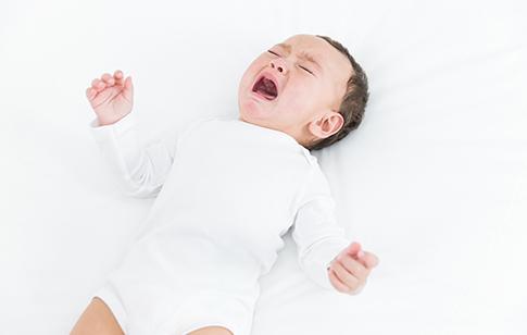 新生兒吐奶的護理