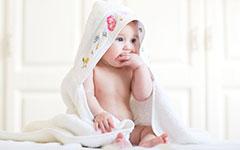 """怎么样让宝宝改掉""""咬手指""""的坏习惯"""