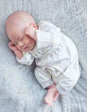六个月大的宝宝更需关爱