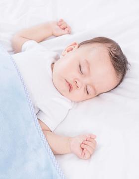 宝宝睡觉哭闹 多半是睡眠习惯不好