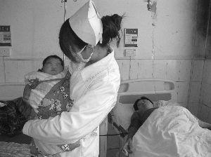 高龄产妇生下10斤4两女婴