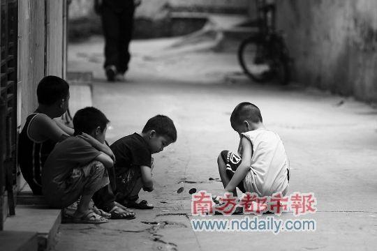 流动儿童调查:被反锁的童年