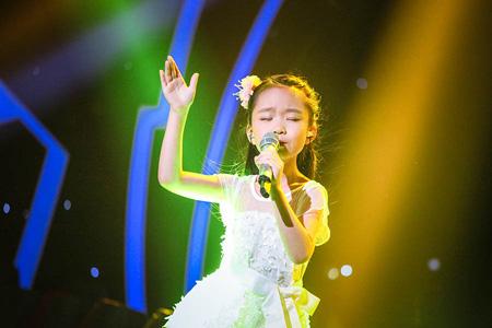 """先是薛之谦被""""小邓丽君""""刘润潼唱的一首《橄榄树》"""