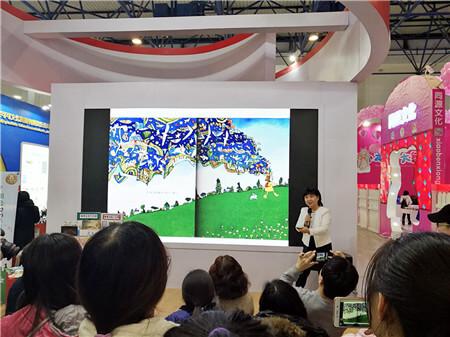 7台湾儿童文学作家、播撒阅读种子的花婆婆、海峡两岸儿童文学研究会理事长方素珍发言.jpg
